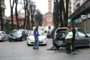 TAMPONATO FINISCE CONTRO AUTO IN SOSTA