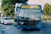 INCIDENTE : AUTO CONTRO AUTOBUS