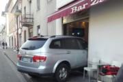 SEREGNO – INCIDENTE : ENTRA CON IL SUV NEL BAR