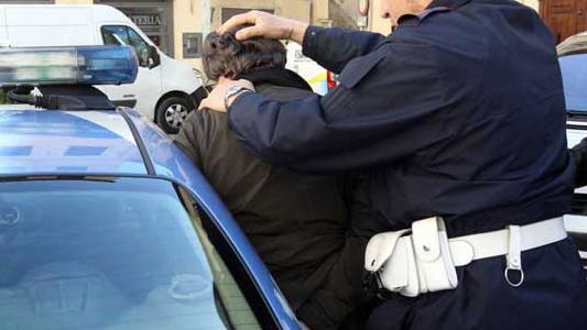 Monza marito violento minaccia la moglie arrestato - Video marito porta la moglie a scopare ...