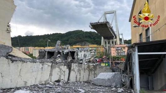 GENOVA – CROLLO PONTE MORANDI: LE IMMAGINI DALL'ELICOTTERO DEI VV.FF. (video)