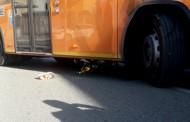 SEREGNO- RAGAZZINO INVESTITO: LA BICICLETTA INCASTRATA SOTTO UN BUS