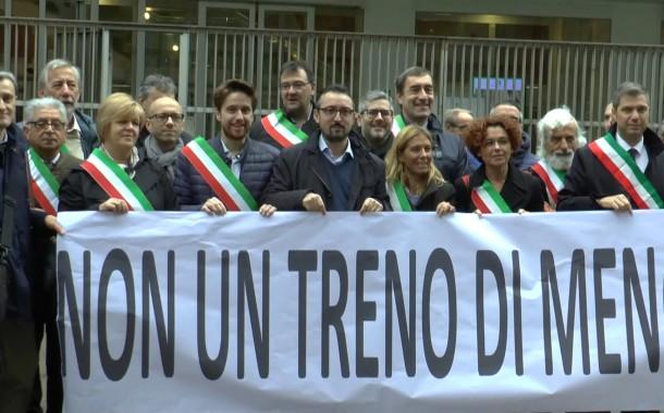 """MILANO-BRIANZA – """"NON UN TRENO DI MENO"""" LA PROTESTA DEI SINDACI IN REGIONE"""