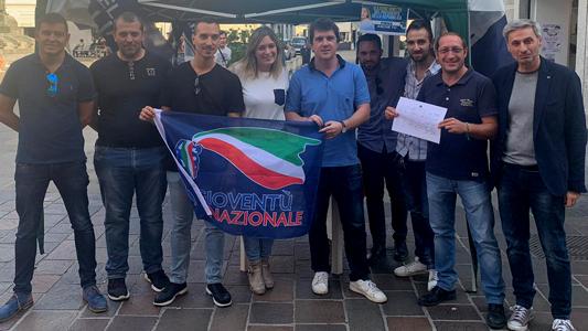SEREGNO – FRATELLI D'ITALIA RACCOGLIE FIRME A FAVORE DELLA REPUBBLICA PRESIDENZIALE