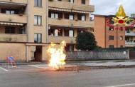 LIMBIATE – TUBO DEL GAS TRANCIATO DURANTE I LAVORI : FIAMME SULLA STRADA