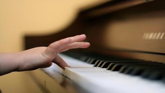 """SEREGNO – RINVIATO IL CONCORSO PIANISTICO """" TRIBUTO A ELSA POZZOLI """""""