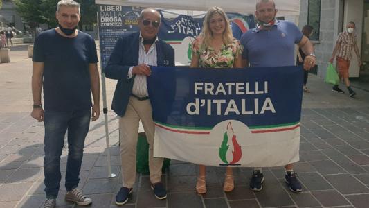 """SEREGNO – INIZIATIVA DI FRATELLI D'ITALIA: """" LIBERI DALLA DROGA #MAISCHIAVI """""""
