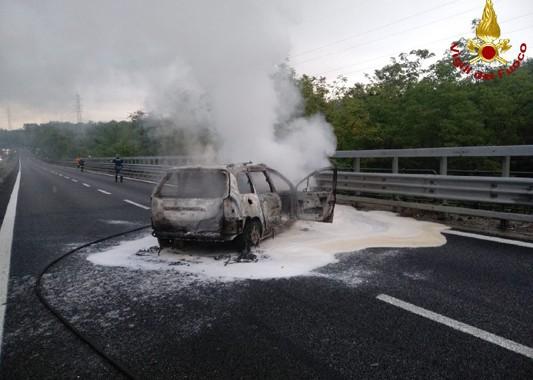 BRIOSCO – AUTO  IN FIAMME : CHIUSA TEMPORANEAMENTE LA SS 36 VERSO LECCO