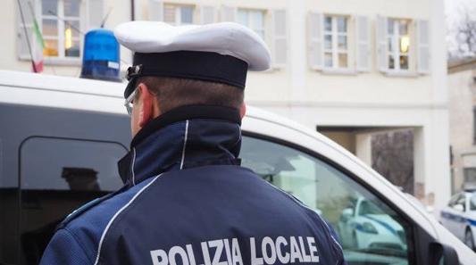CESANO – LA POLIZIA LOCALE SCOPRE ARMI E DROGA : DUE PERSONE ARRESTATE